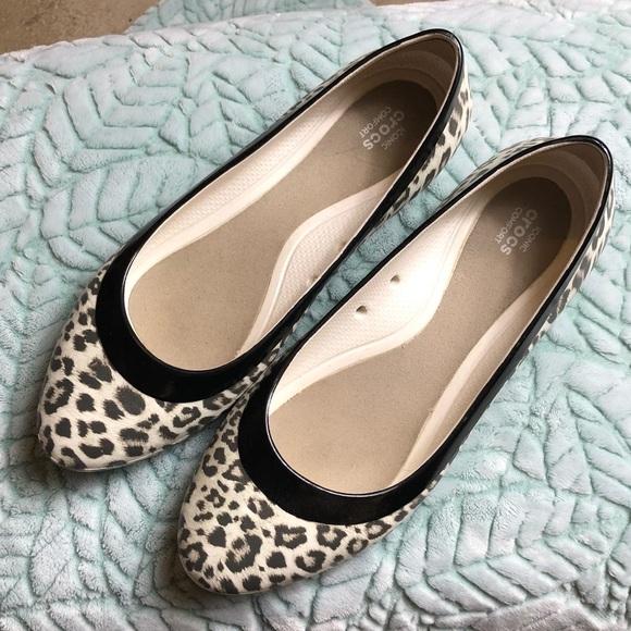 557c58d41 Crocs comfort iconic size 9W animal print flats
